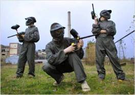 Paint ball players
